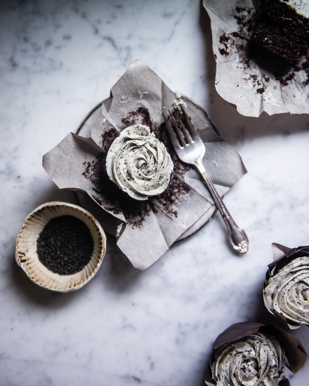 black sesame cookies & cream cupcakes